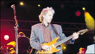 click here to buy Mark Knopfler UK concert tickets